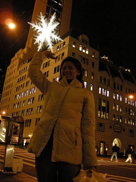 第五大道~吊在空中的雪花水晶燈
