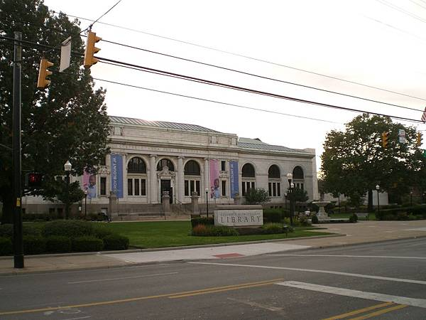 Columbus市立圖書館,我們機構就在附近, 該去上班了~