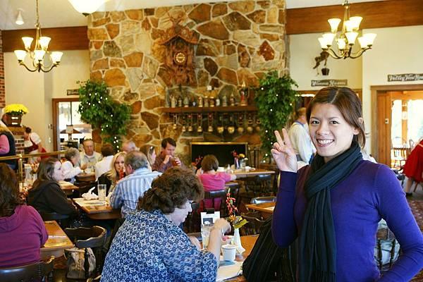 餐廳的擺設充滿瑞士風, 聽說這個Amish聚落的祖先來自瑞士