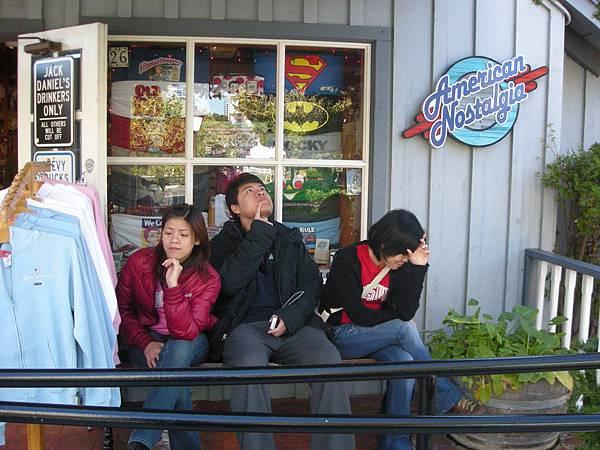 Day2-seaport:海港附近有很多店,愛照相的三個人都不停的照相, 幾乎沒什麼在逛