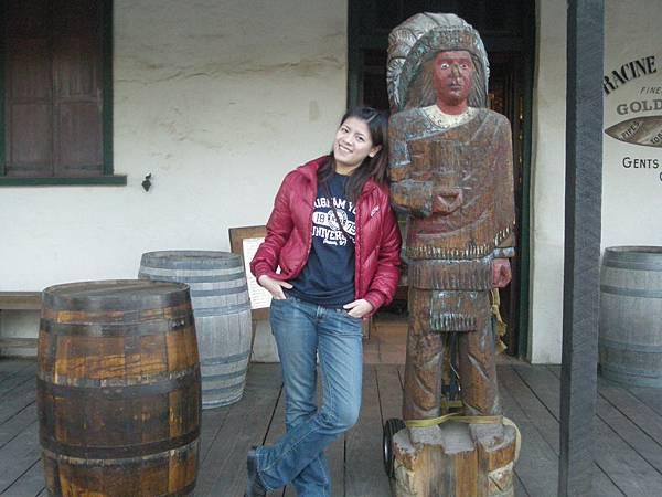 Day3-Old Town: 這家是賣酒的,我沒有興趣, 反倒是印地安的雕像吸引了我
