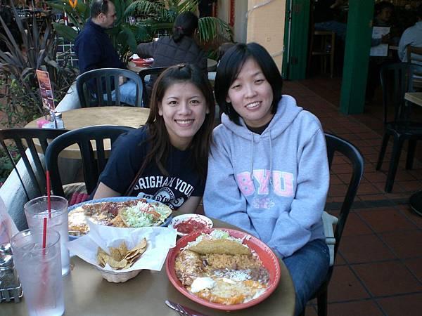 Day3-Old Town: 看到嗎, 正統的墨西哥食物有很多豆子, 起司, 跟玉米片(像多麗多滋的東西), 我跟小咪很想把墨西哥食物引進台灣, 有沒有人要一起投資滴阿?