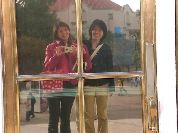 Day4-Balboa park: 沒人幫我們照相, 只好透過鏡子囉