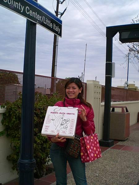 "Day6-Little Itally: Pizza吃不完的打包,成了我們的晚餐, 我們要前往美國和墨西哥""緹花那""邊境的購物中心逛街囉~"