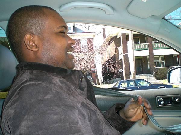 Kwasi的車很高級,座椅有暖氣,這個冬天因為很多課跟他一起上, 他都會載我回家, 人超好滴