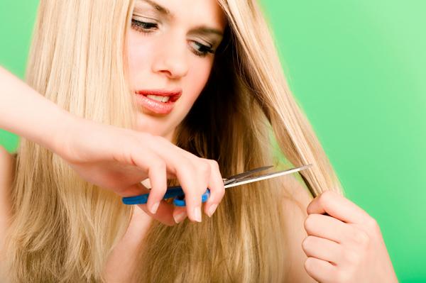 pregnant-woman-cutting-hair