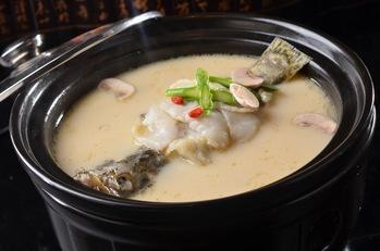 奶汤锅子鱼.jpg
