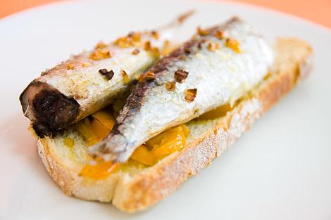 sardinha no pão.jpg