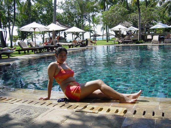 DAY2~在洲際另一個游泳池,請自動忽略中間的一團肥肉@@