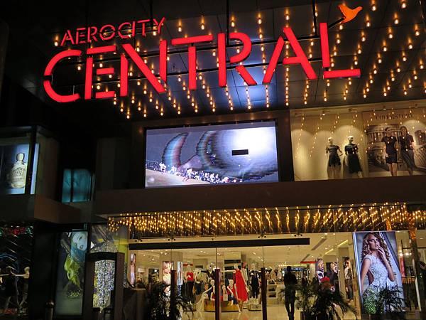 新德里知名百貨公司 - AEROCITY CENTRAL, 是靠近甘地夫人國際機場的五星級飯店和時尚百貨商場。