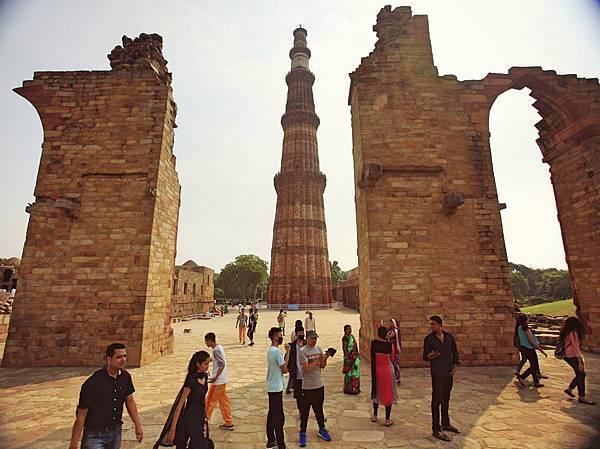 古達明納塔 Qutb Minar 是印度最高的宣禮塔