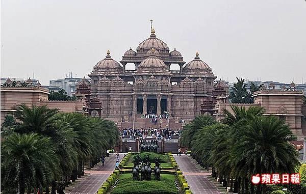 阿卡夏丹印度神廟規模為全球之最,其精緻華美令人咋舌,但入內安檢嚴苛且禁止拍照。2016 蘋果日報/楊沛騏。世群旅行社