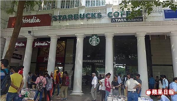 康納特廣場是德里較歐風時尚的地方,要找星巴克來這兒就對了。2016 蘋果日報/楊沛騏。世群旅行社