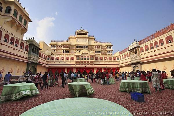 齋浦爾 城市皇宮最美的愛之庭。2016 李瓊珠。世群旅行社.jpg