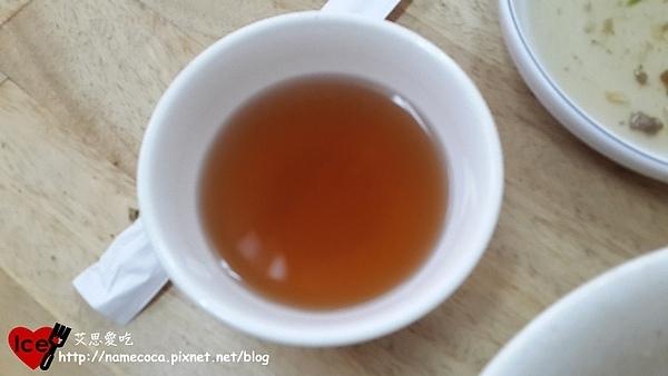 老向的店-東坡豬腳飯 附贈茶
