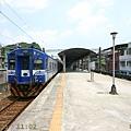 電車與三坑站月台