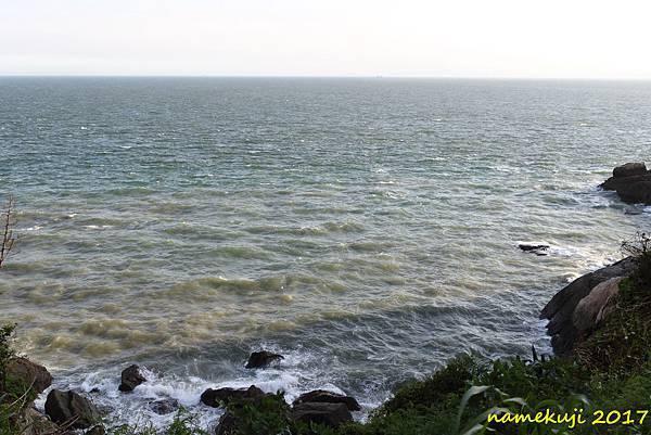據點外的海