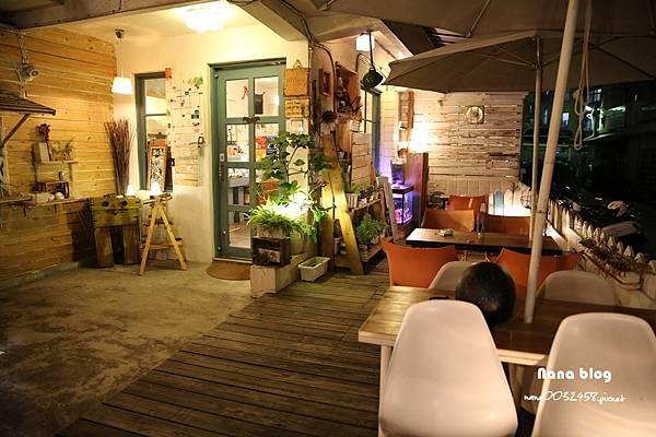 台中寵物友善餐廳-R星咖啡 (3).JPG