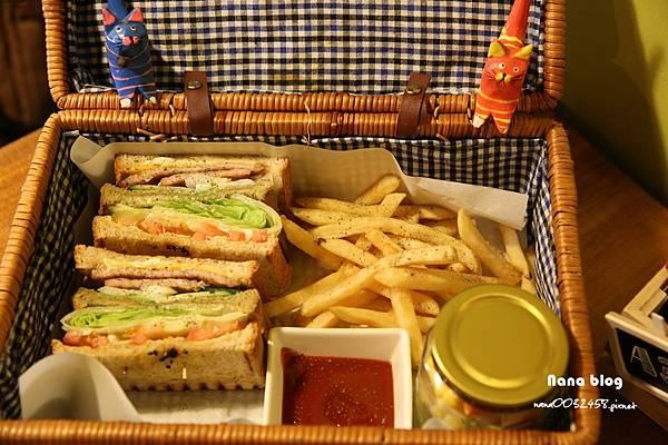 台中寵物友善餐廳-R星咖啡 (39).JPG