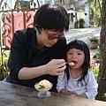 竹竹人生中的第一口冰淇淋(笑)