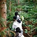 花子就這樣背著竹竹...