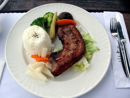 主餐-招牌豬排(就像是客家鹹豬肉)