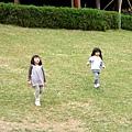 孩子還是跑得很開心!
