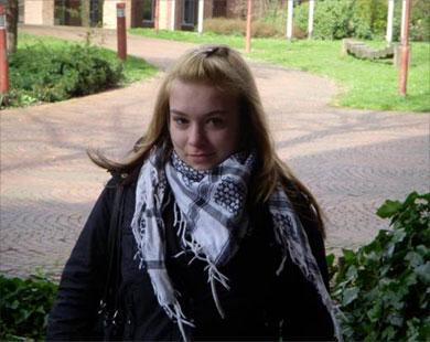 img_97c58438ec_kufiya_german_girl.jpg