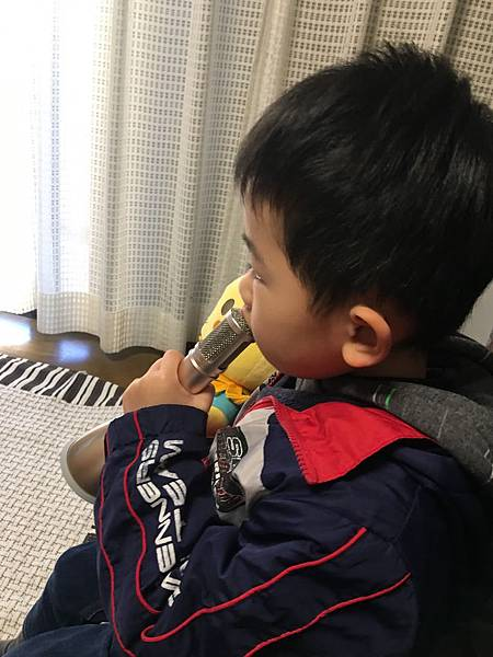 singer_toshi