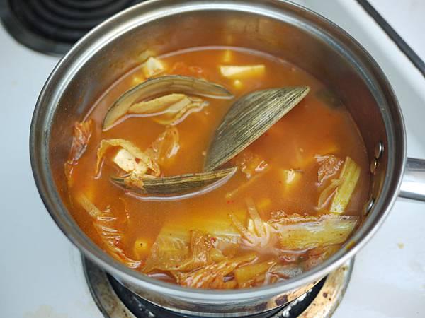 韓式豆腐泡菜蛤蠣湯