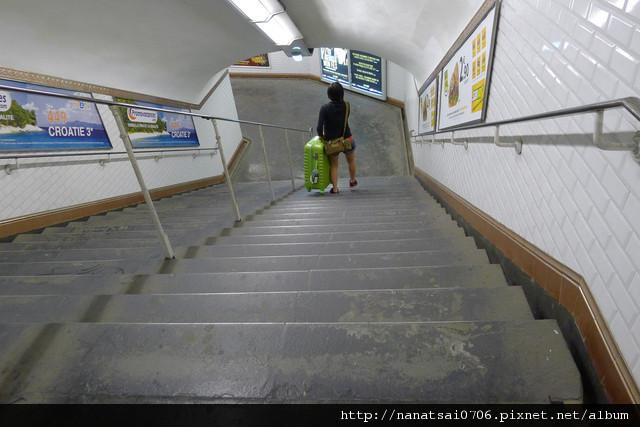巴黎地鐵扛行李
