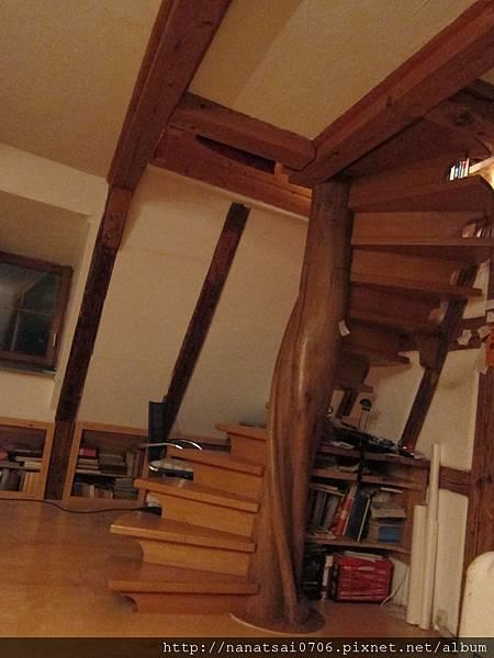 德國老師Peter的家,頂樓留給我們睡,上面是睡房,下面是書房