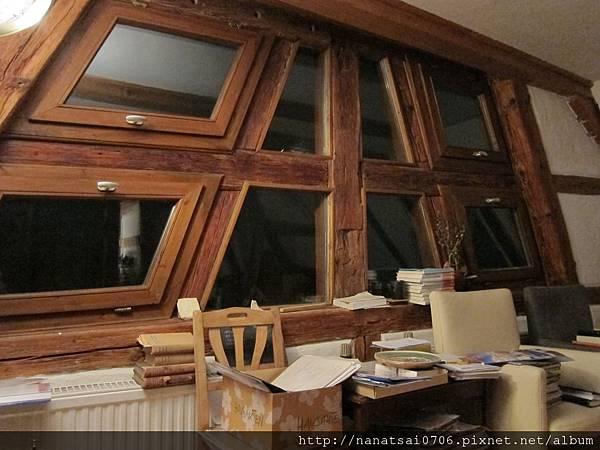 木造的窗,這個房子有500年以上了哦~~