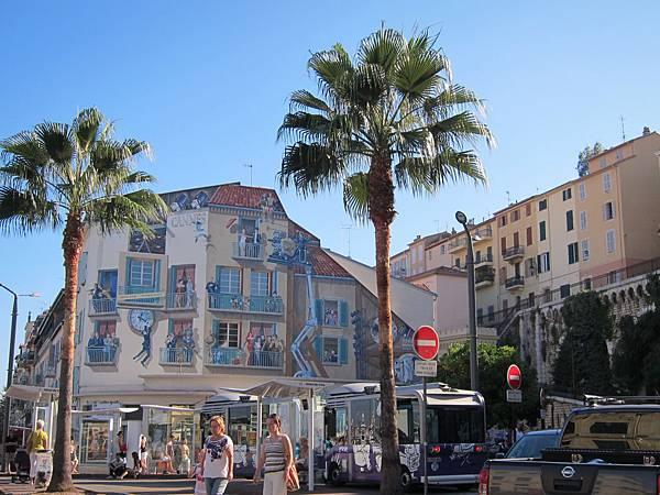 這建築上的畫,也都是關於電影的哦 @ Cannes 坎城 France