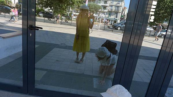 兩人都入鏡了,柚子在按明星手印@ Cannes 坎城 France