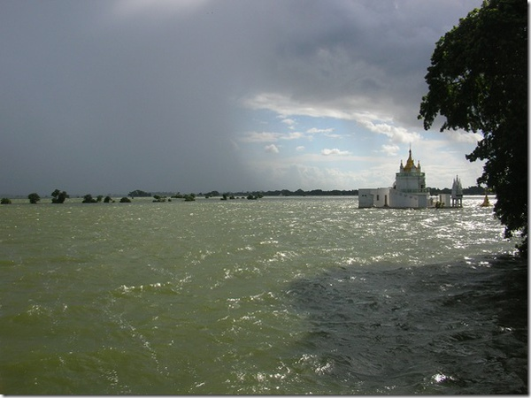 201007_Mandalay U Bein Bridge nd coming shower