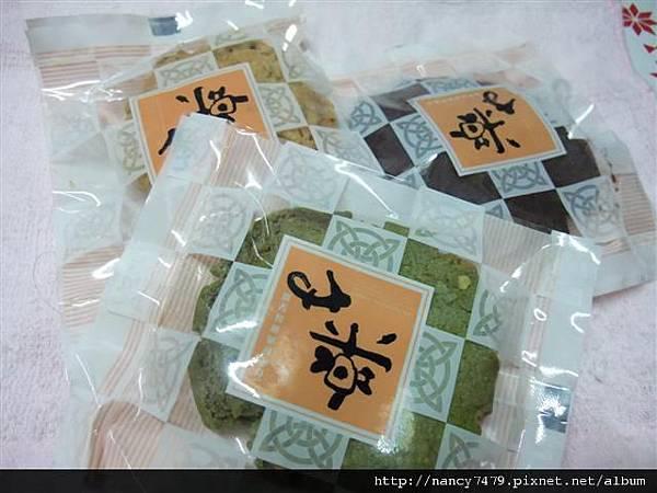 每包3種口味,1小包2片裝,1大包內有8小包