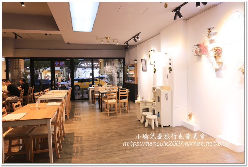 白色廚房3.JPG