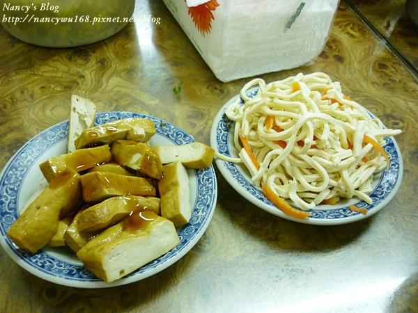 建宏牛肉麵-小菜.JPG