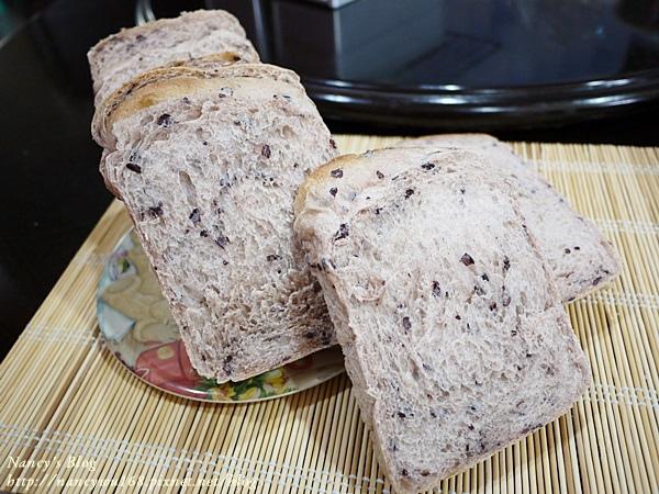 紫米吐司切片照-1