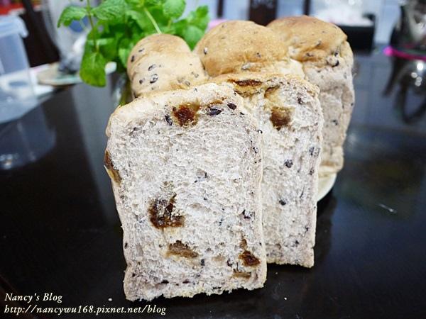 老麵種紫米桂圓吐司-4