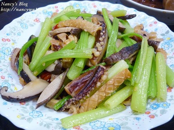 芹菜管炒香菇魷魚.JPG