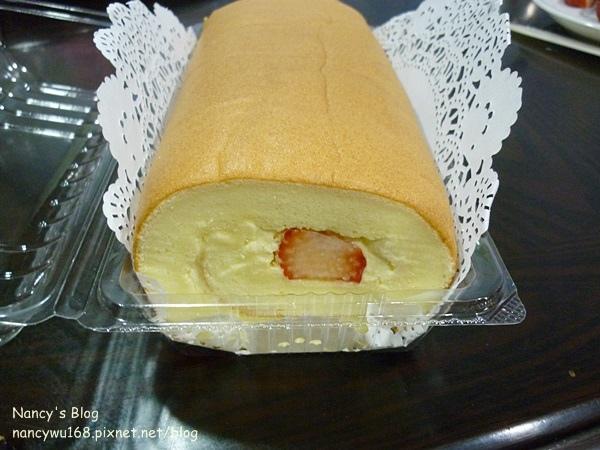 鮮奶油草莓蛋糕捲-3.JPG