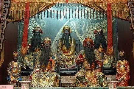 2大禹王、伍員、屈原、王勃、李白等五位歷史人物,生前事跡均與水有關,後人合祀為水仙尊王。