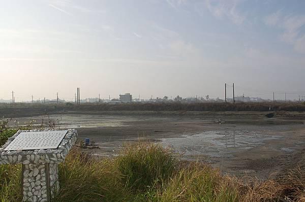 位於鹿耳門溪旁的古鹿耳門媽祖廟遺址,滄海桑田,昔日大廟今為魚塭。