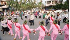屏東萬巒鄉加匏朗部落 農曆元月十五日仙姑祭的 趒戲