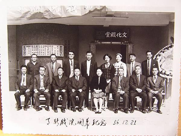 D1-03c天新戲院慶開幕老照片3.JPG