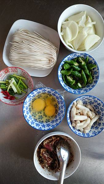 銷魂羊肉炒麵食材