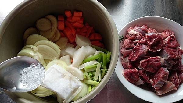 蔬菜牛肉湯材料