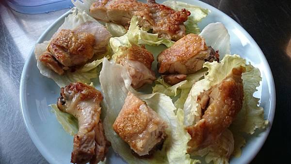 雞腿排生菜